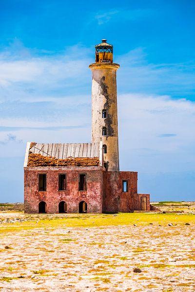 Bunter verlassener Leuchtturm bei klein Curaçao von Heleen Pennings