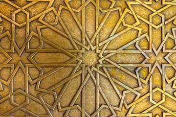 Koperen detail paleispoort, Marokko van Rietje Bulthuis