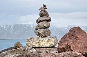 Un cairn de sept pierres à Reykjavik sur Frans Blok