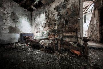 Een oud en verlaten huis in Belgie van Digitale Schilderijen
