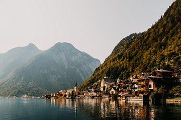 Hallstatt, le beau village dans les montagnes d'Autriche (Alpes) sur Yvette Baur