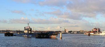 Russiche duikboot op het IJ, Amsterdam van Philip Nijman