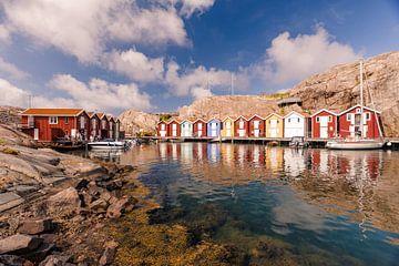 Smögen; kleurrijk vissersdorp aan de kust in Zweden van Lieke Dekkers