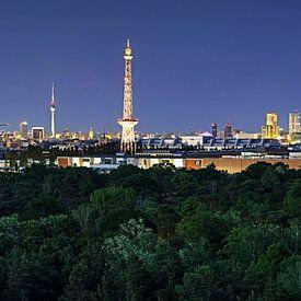 Panorama de la Skyline de Berlin à l'heure bleue sur Frank Herrmann