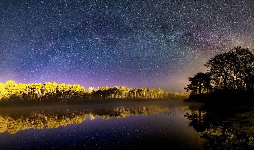 Melkweg met reflectie van Marjolein van Roosmalen
