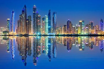 Dubai Skyline Reflectie, Dubai Marina van Dieter Meyrl