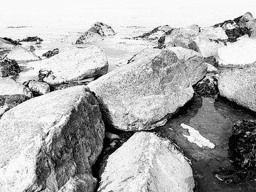 Felsen am Meer von Marith Buma