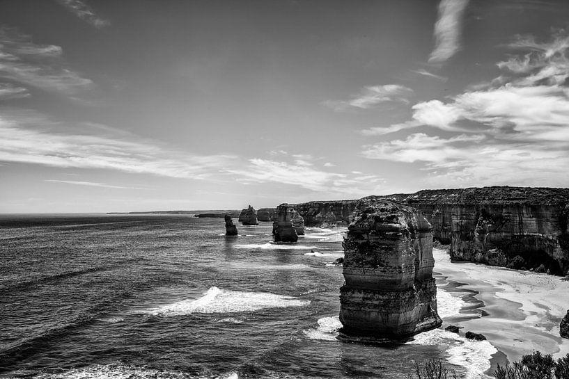 De twaalf apostelen met blauwe lucht op de grote oceaanweg in Victoria, Australië van Tjeerd Kruse
