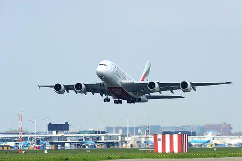 Airbus A380-800 komt los van de startbaan