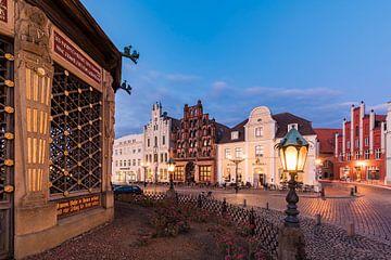 Wasserkunst am Marktplatz in Wismar von Werner Dieterich