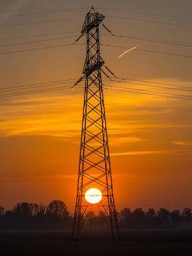 Energiemast mit der Sonne