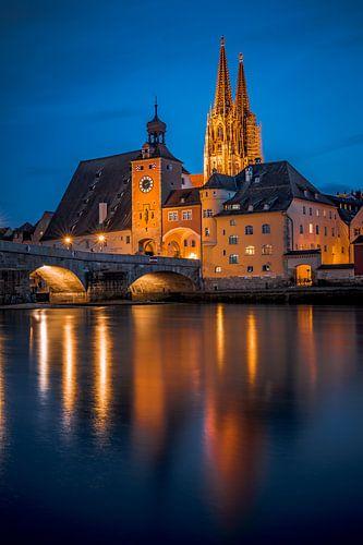 Regensburg am Abend Steinerne Brücke, Dom und Donau bei Nacht