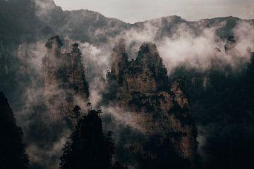 Mist door de bergen van Fulltime Travels