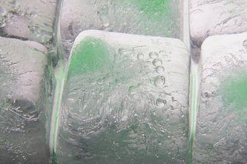 GreenedCrystalClearIceCubes2 van Marc Heiligenstein