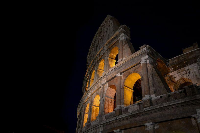 Colosseum by night van Jaco Verheul