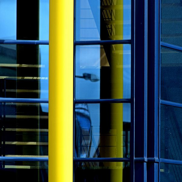 Reflecties in geel en blauw van Sigrid Klop