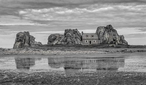Huis tussen stenen van