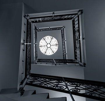 Treppenhaus in schwarz und weiß von Corrie Ruijer