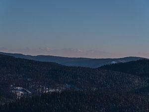 Zuidelijk Zwarte Woud met Alpen in de winter van Timon Schneider