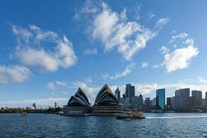 De skyline van Sydney met het Opera House, een van de meest herkenbare bezienswaardigheden van Sydne