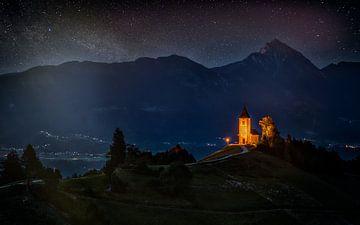 Kerk van Jamnik bij nacht - Slovenië