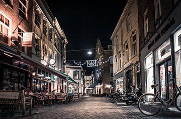 Den Bosch, Korenbrugstraat bei Nacht von Ingeborg Ruyken