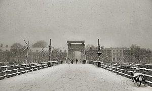 Magere brug in de Sneeuw II sur Frank de Ridder