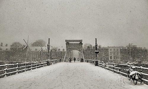 Magere brug in de Sneeuw II van