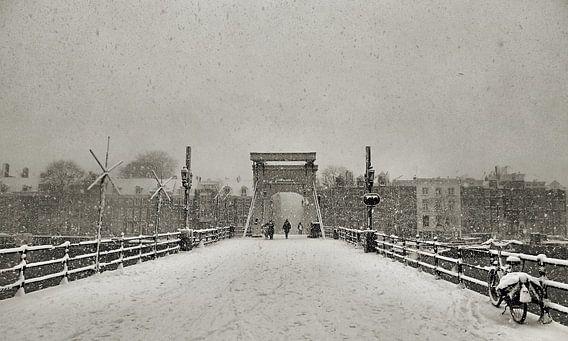Magere brug in de Sneeuw II