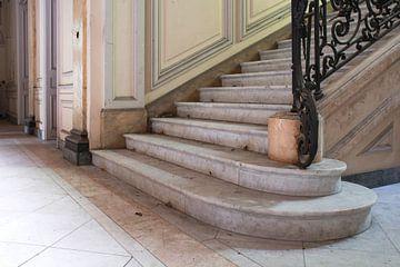 Marmeren trap in een Frans chateau van Tim Vlielander