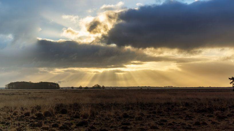 Achter de wolken schijnt de zon van Anneke Hooijer