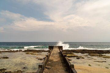 De kracht van de zee, Ambon, Molukken, Indonesië van Zero Ten Studio