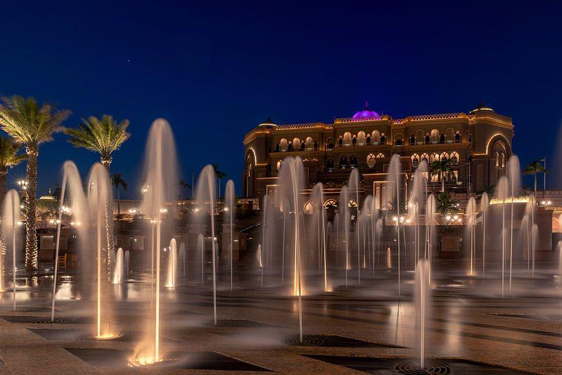 Emirates Palace Fountains van Michael van der Burg