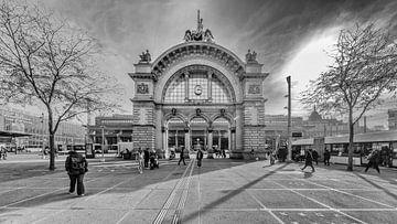 Treinstation Luzern - voorzijde van Tony Buijse