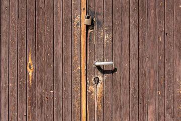Bruin houten deuren van Jan Brons