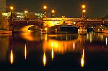 Moltke-Bridge by night in Berlin sur Silva Wischeropp