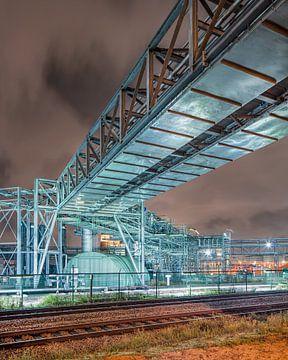 Pipeline Brug dans de buurt van de petrochemische dans de nacht industry, Antwerpen 2 sur Tony Vingerhoets
