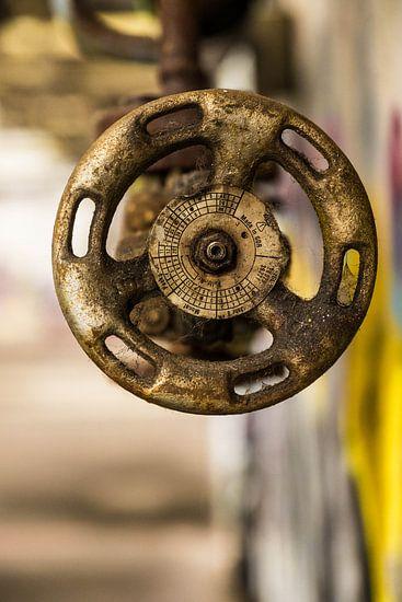 Old Gas Valve van Vincent den Hertog