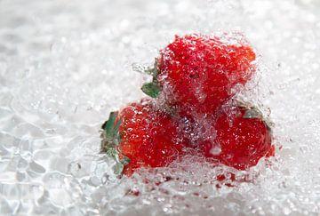 sparkling strawberries van William Haddock