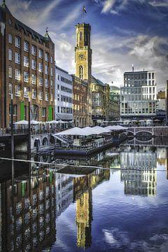 Spiegelung von Gebäuden im Bleichenfleet von Hamburg von Dieter Walther