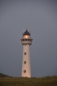 Der Leuchtturm von Egmond aan Zee. von Jurjen Jan Snikkenburg