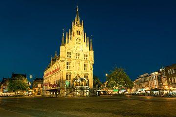 Altes Rathaus auf dem Marktplatz von Gouda, Holland von Menno van der Haven