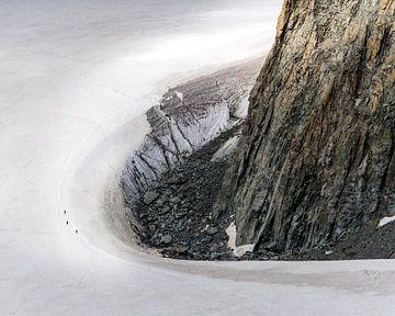 Les alpinistes sur le massif glaciaire du Mont Blanc sur Hege Knaven-van Dijke