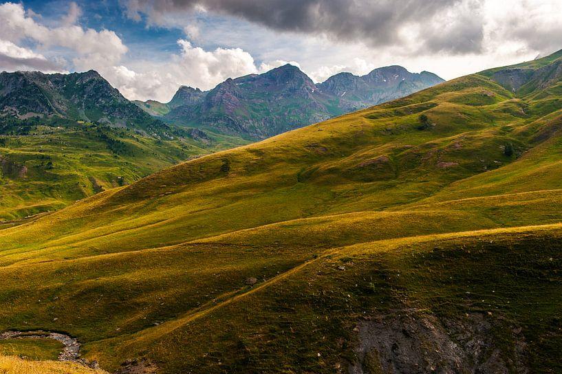 Glooiende bergen van Wim Slootweg