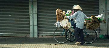 Vietnamese verkoper  von Godelieve Luijk