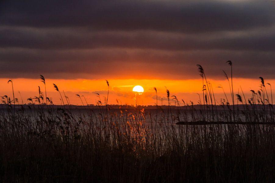 Zonsondergang boven het Gooimeer van Inge Jansen