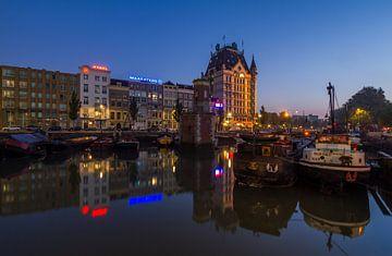 De Scheepmakershaven in Rotterdam tijdens het blauwe uurtje van