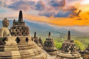 Borobudur: Buddha in open Stupa van Eduard Lamping