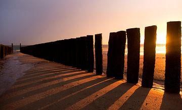 Strandmasten gegen die Abendsonne von Nathan Marcusse