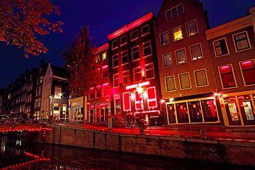 Rotlichtviertel in Amsterdam Niederlande bei Nacht von Nisangha Masselink
